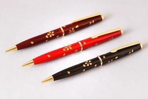 "Maki-e lacquered ballpoint pen ""Flurry of cherry blossoms"""