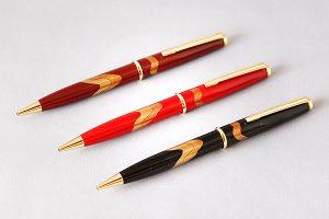 "Maki-e lacquered ballpoint pen ""Zuiun (Auspicious clouds)"""